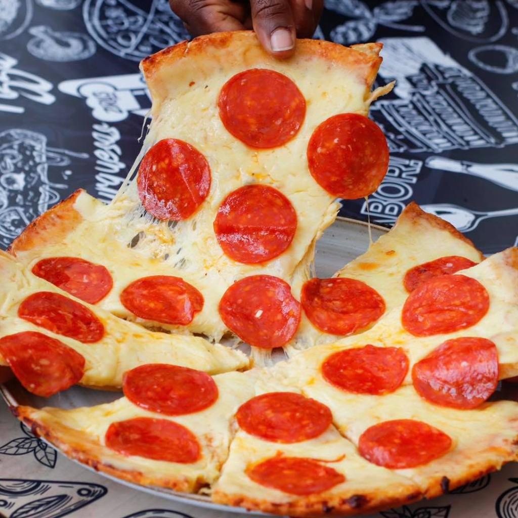 Pizza tradicional Pepperoni Ziru's_1